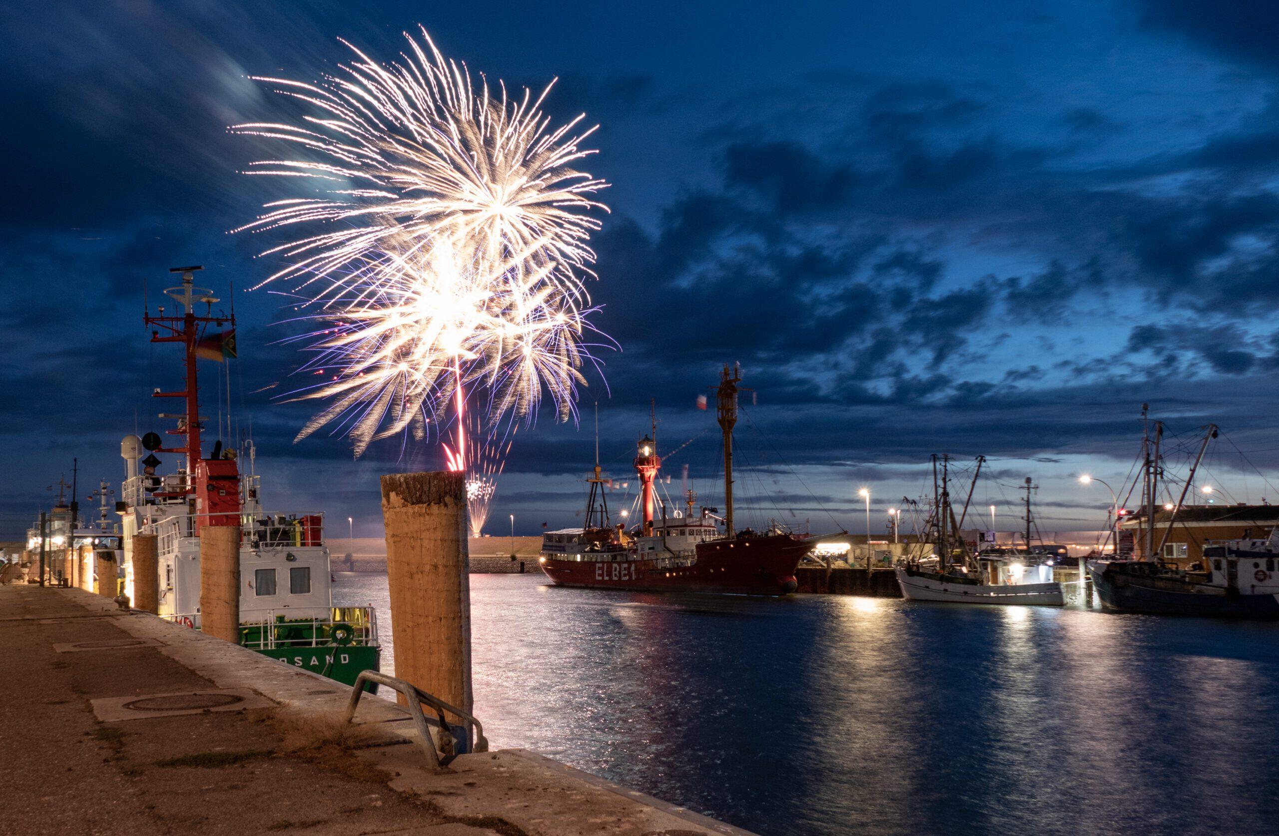 Nordseekerl-Shop-Feuerwerk im Hafen Büsum